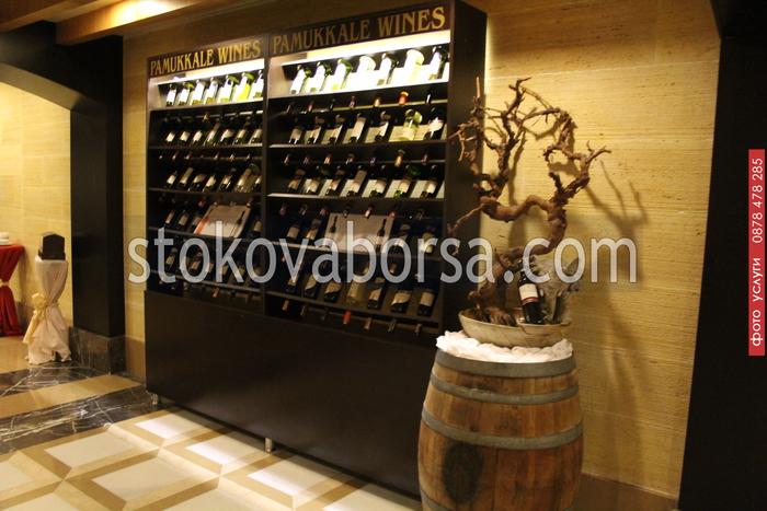 изработка на дървен стелаж за вино